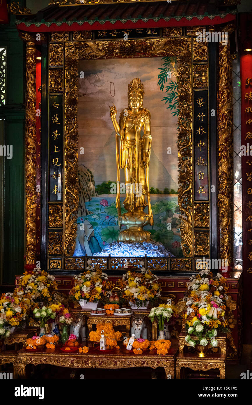 Thailand, Bangkok, Chinatown, Thanon Yaowarat, Kuan Yim Shrine, 900 year old gilded Guan Yin statue - Stock Image