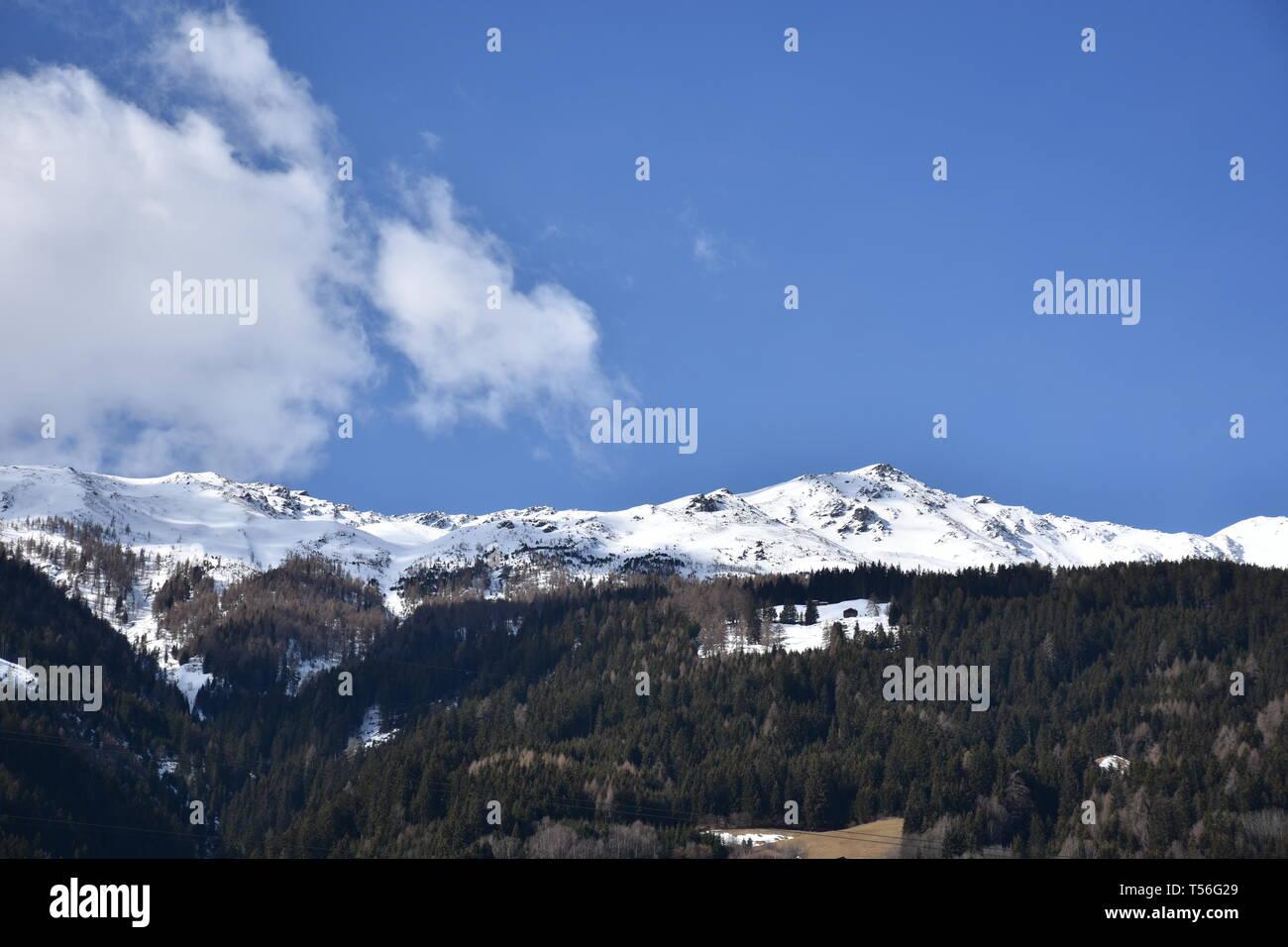 Osttirol, Ainet, Iseltal, Schobergruppe, Hochschober, Dorf, Weg, Straße, Feld, Siedlung, Kirche, Tal, Feld, Felder, Landwirtschaft, Frühling, Kirchtur Stock Photo