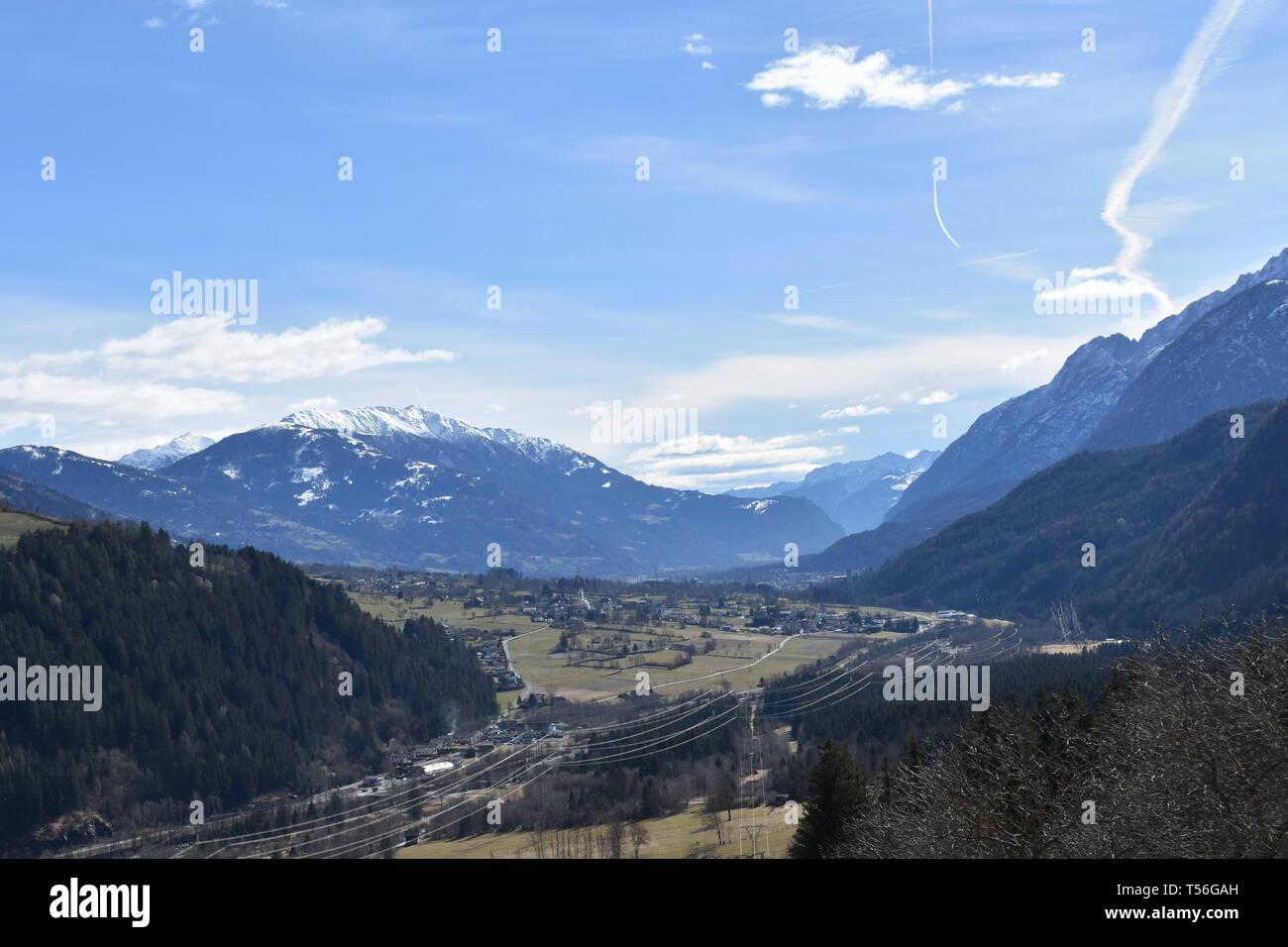 Osttirol, Ainet, Iseltal, Schobergruppe, Hochschober, Dorf, Weg, Straße, Feld, Siedlung, Tal, Feld, Felder, Landwirtschaft, Frühling, Kirchturm, Grenz Stock Photo