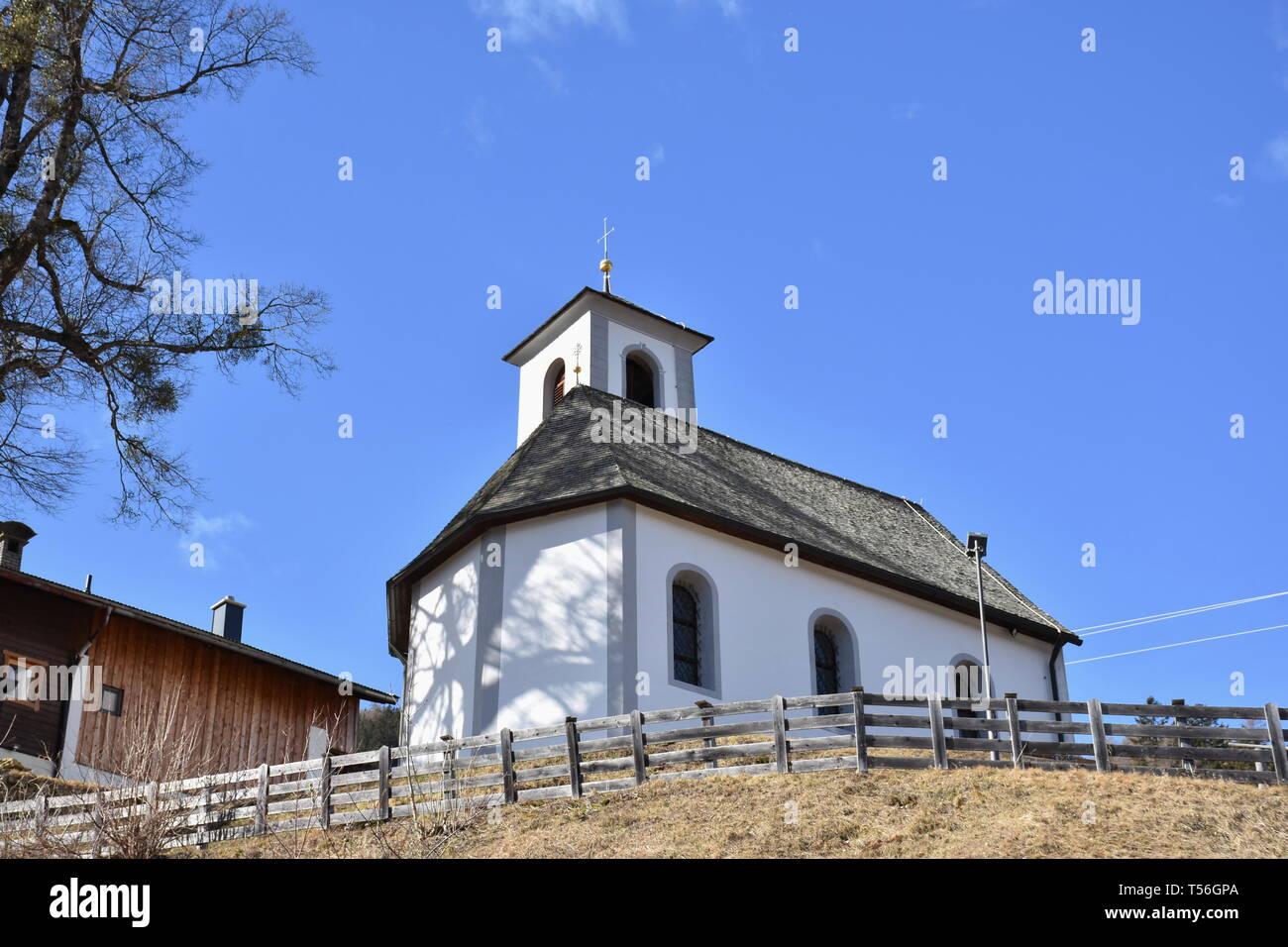 Osttirol, Kapelle, Iseltal, Unterm Wald, Glanz, Ainet, Klaube, Religion, Kirche, Gotteshaus, Andacht, Gebet, beten, Gedenken, Erinnerung, erinnern, Li - Stock Image