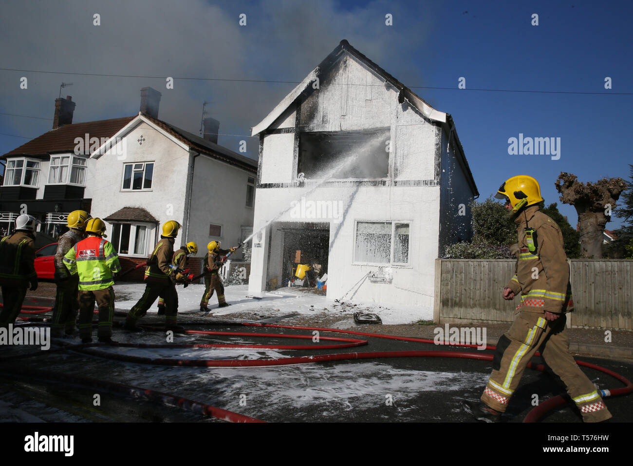 Firemen And House Fire Uk Stock Photos Amp Firemen And House
