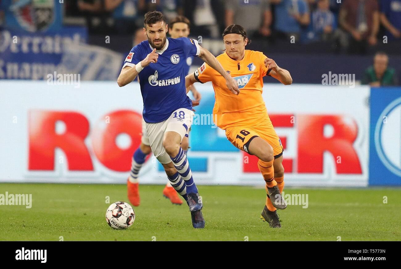firo: 20.04.2019, Football, 2018/2019 1.Bundesliga: FC Schalke 04 - TSG Hoffenheim duels Daniel Caligiuri versus Nico Schulz   usage worldwide - Stock Image