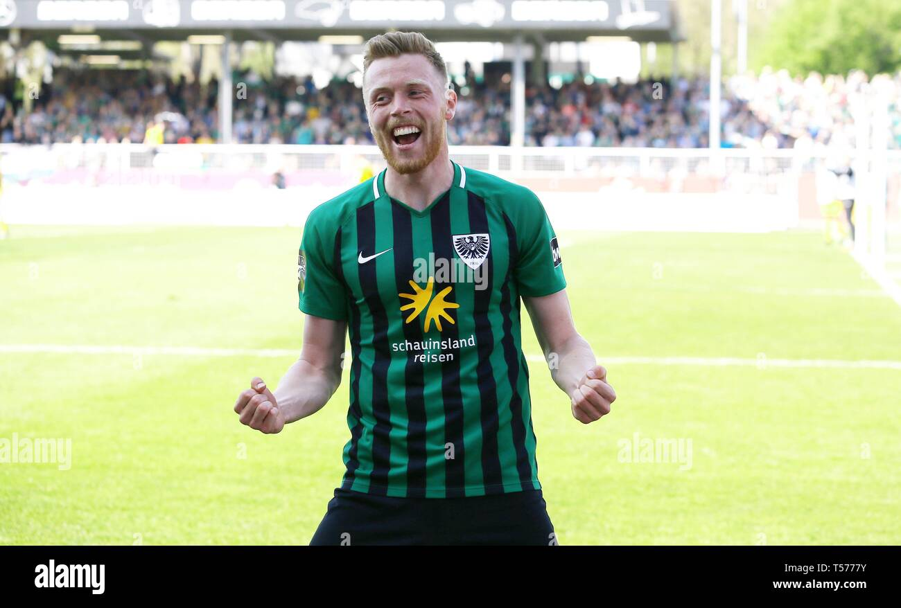 firo: 20.04.2019, Football, 2018/2019 3.Bundesliga: SC, SCP, Prussia Prussia Munster Muenster - SG Grossaspach, Grossaspach jubilation after goal to 1: 0 at: Fabian Menig | usage worldwide - Stock Image