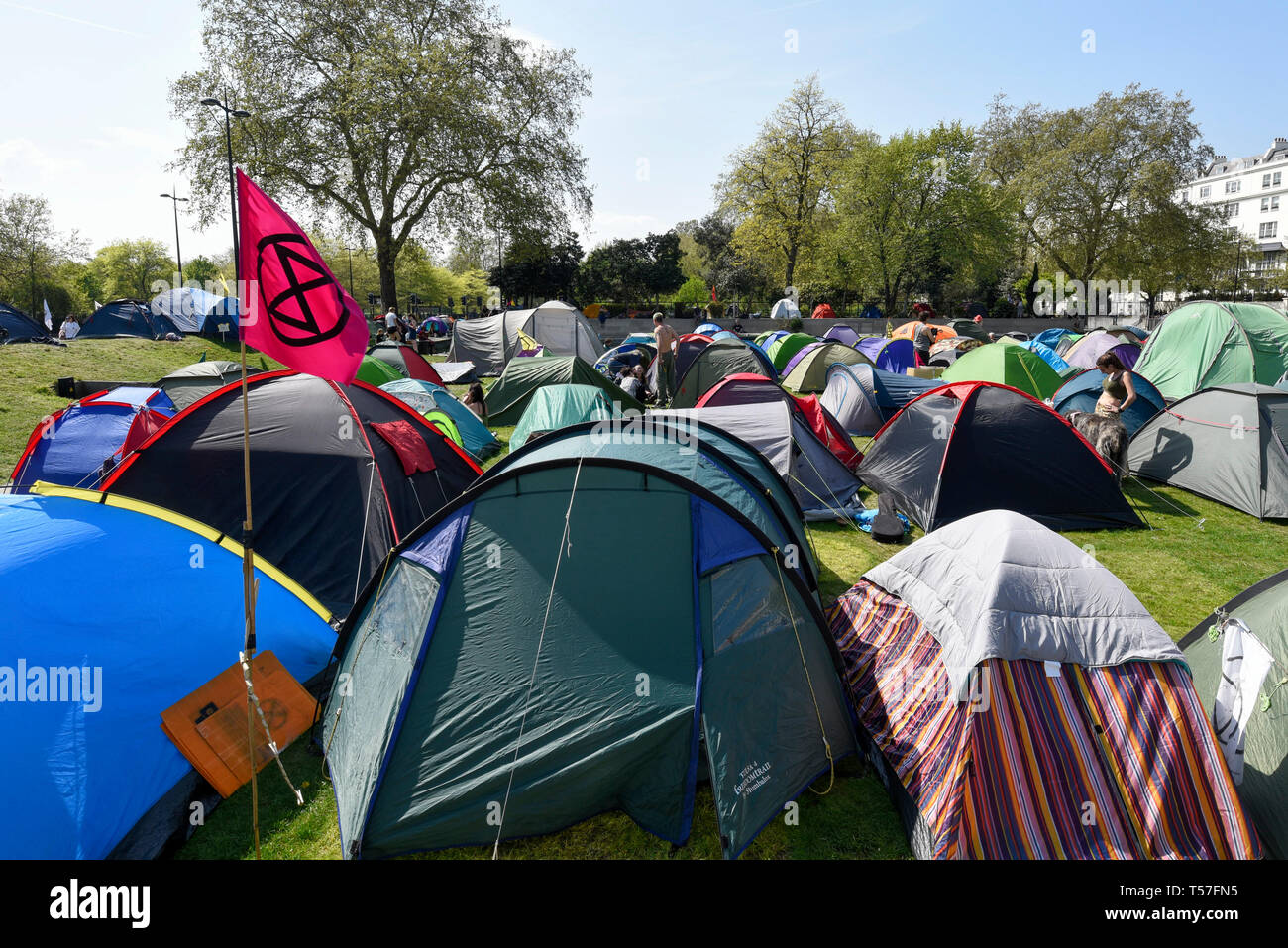 London, UK.  22 April 2019.  Activists' tents at Marble Arch during 'London: International Rebellion', on day eight of a protest organised by Extinction Rebellion.  Protesters are demanding that governments take action against climate change.  After police issued section 14 orders at the other protest sites of Oxford Circus, Waterloo Bridge and Parliament Square resulting in over 900 arrests, protesters have convened at the designated site of Marble Arch so that the protest can continue into its second week.  Credit: Stephen Chung / Alamy Live News - Stock Image