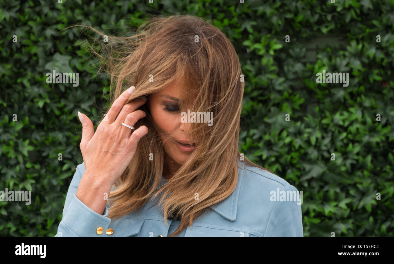 Washington, United States Of America. 22nd Apr, 2019. First Lady Melania Trump reads a book to children during the White House Easter Egg Roll at the White House in Washington, DC on April 22, 2019. Credit: Kevin Dietsch/Pool via CNP | usage worldwide Credit: dpa/Alamy Live News - Stock Image