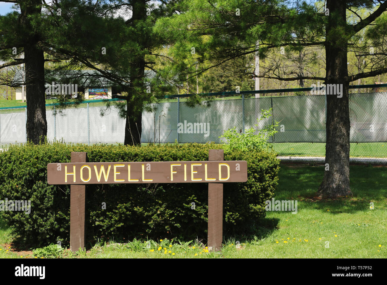 Howell Field sign. The site of the first NFL Football game is now the Howell Baseball Field in Triangle Park, Dayton, Ohio, USA. Ohio Historical Marke - Stock Image
