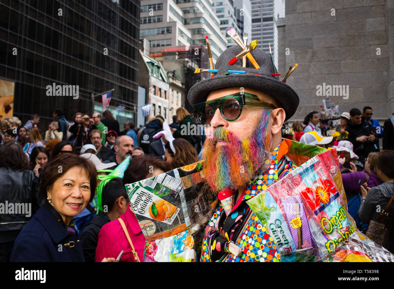 New York, NY - 21 April 2019. A man with a hat bristling with artist's paintbrushes at the Easter Bonnet Parade and Festival on New York's Fifth Avenu - Stock Image