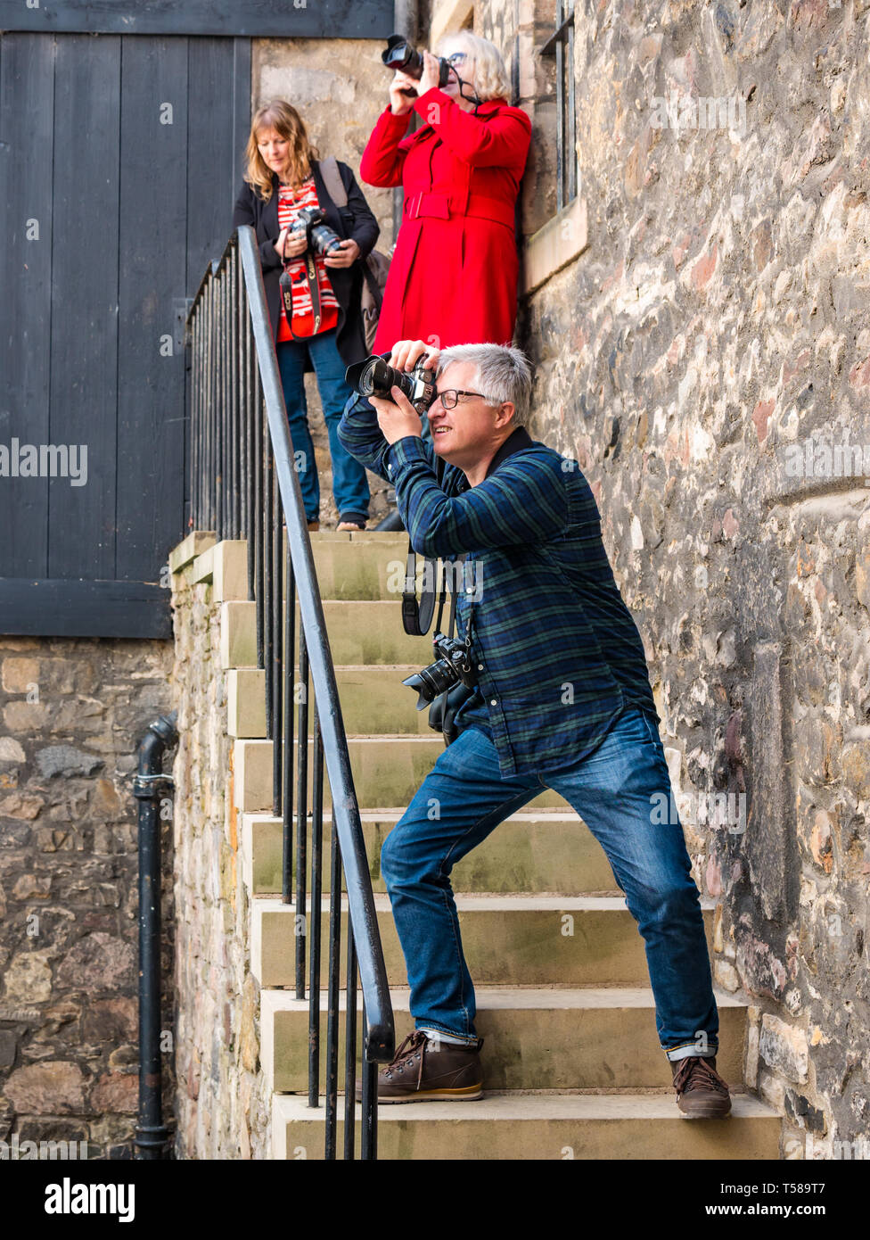 Photographers taking photos of Outlander film location, Bakehouse Close, Royal Mile, Edinburgh, Scotland, UK Stock Photo