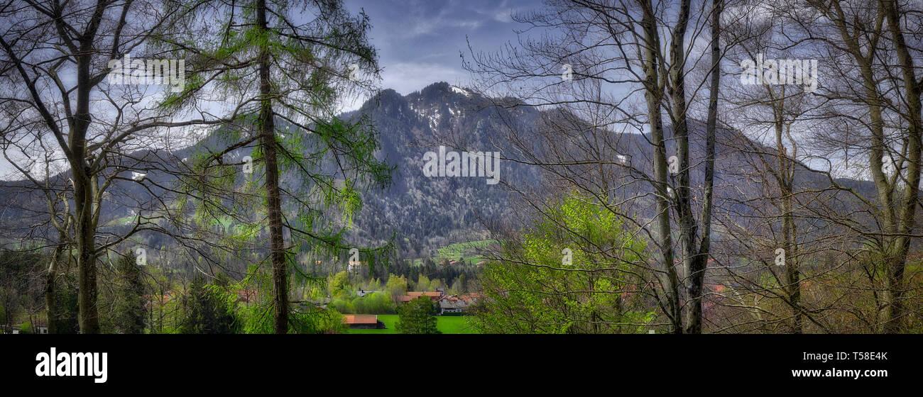 DE - BAVARIAN ALPS: Brauneck Mountain seen from Kalvarienberg at Lenggries (HDR-Image) - Stock Image