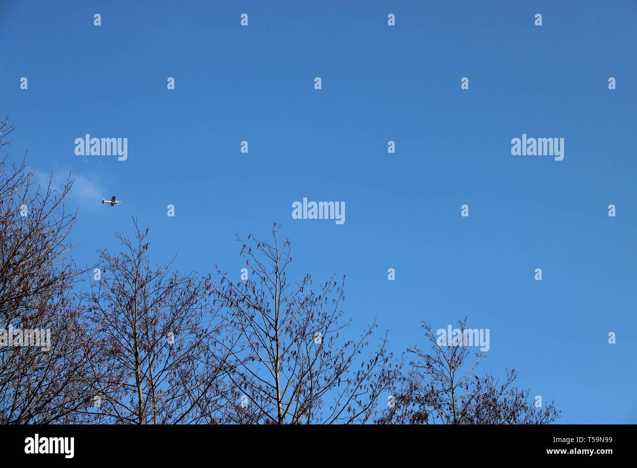Flugzeug am Himmel - Stock Image