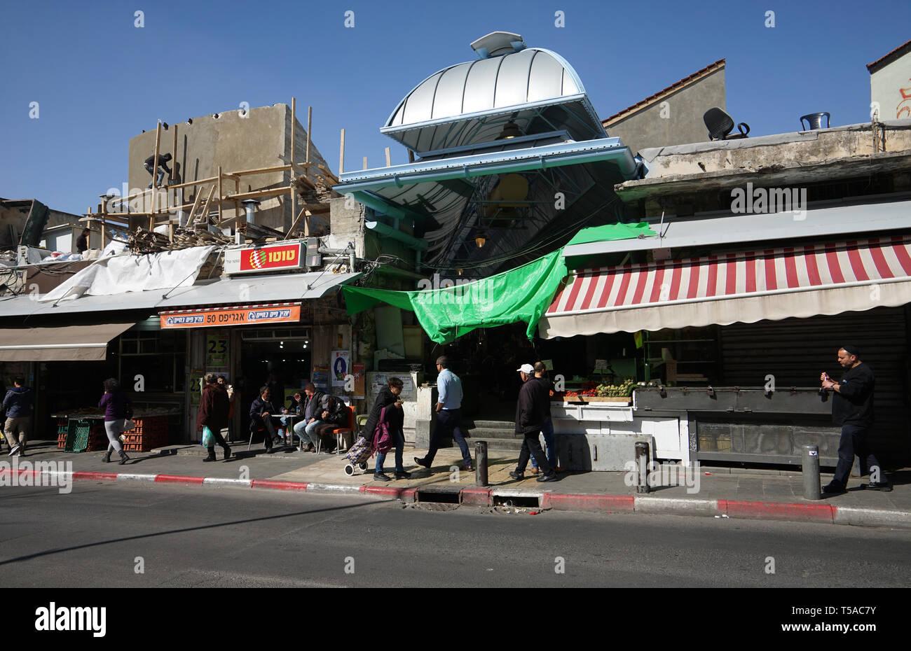 ISRAEL - JERUSALEM MARKET MAHANE YEHUDA  - SHUK BEIT YA'AKOV MARKET PLACE - JERUSALEM RESTAURANTS BARS FOOD SHOPS IN THE DAILY COVERED MARKET - JERUSALEM TOURISM - COLOR PHOTOGRAPHY © Frédéric BEAUMONT - Stock Image