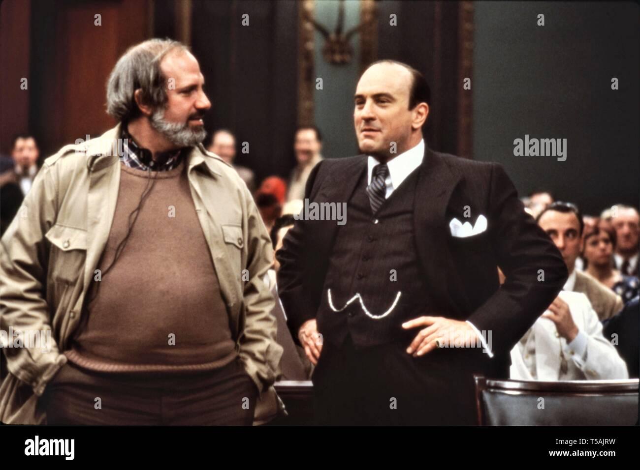 Director Brian De Palma actor Robert De Niro as Al Capone THE UNTOUCHABLES 1987 on set candid filming Paramount Pictures - Stock Image