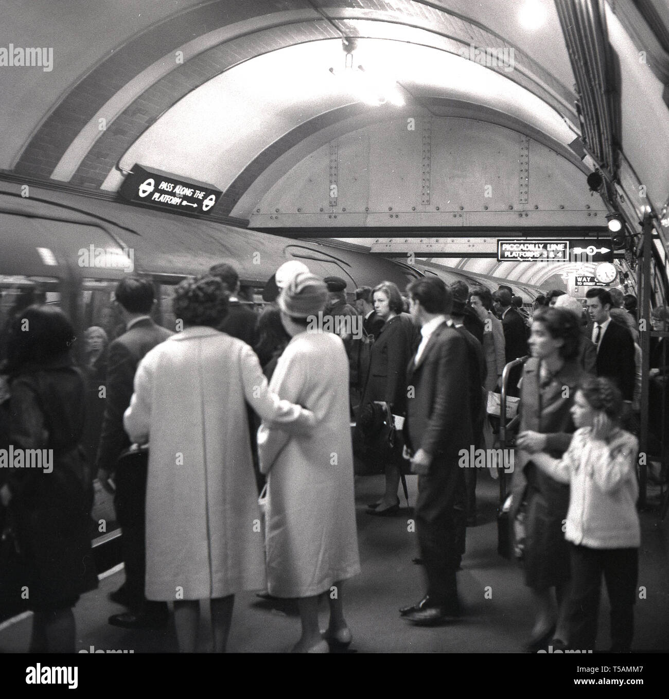 1960s, historical, passengers on a crowded platofrm about to board a tube train on the london underground, London, England, UK. - Stock Image