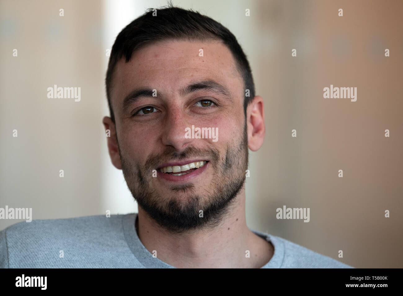 16 April 2019, North Rhine-Westphalia, Düsseldorf: Alexander Scheelen, regional league soccer player from Rot-Weiß Oberhausen, talks to editors in the DPA editorial office. The man from Oberhausen received a shock diagnosis of lymph gland cancer a year ago. Today, the 31-year-old is back on the pitch after having survived illness, even scored an important goal and hopes to be promoted to the third league with RWO. (to dpa 'Alexander Scheelen: 'I had put the subject of football aside'') Photo: Federico Gambarini/dpa - Stock Image