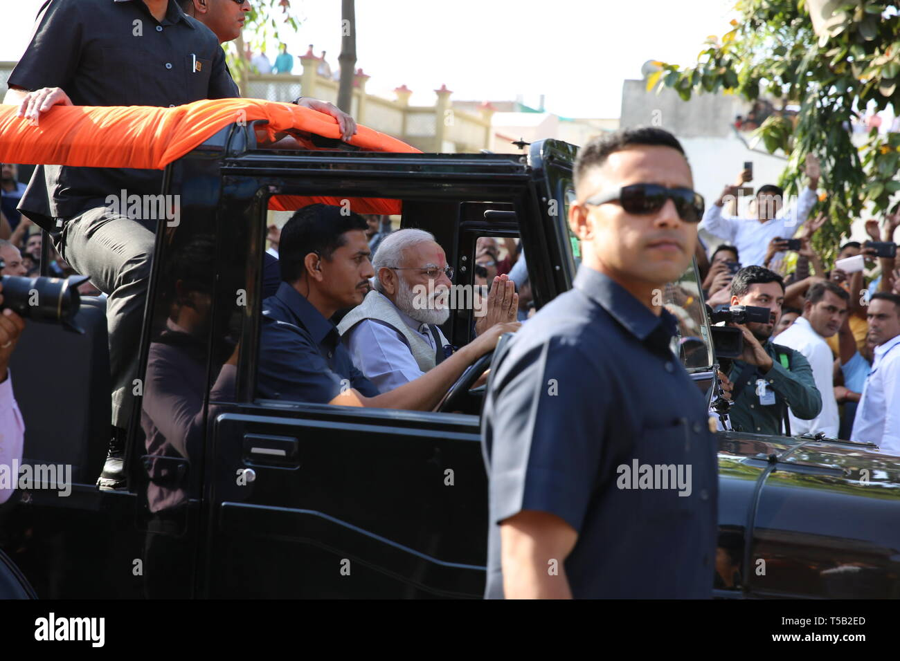 (190423) -- AHMEDABAD, April 23, 2019 (Xinhua) -- Indian Prime Minister Narendra Modi (C) arrives to cast his vote at a polling station in Ahmedabad city of India's western state Gujarat on April 23, 2019. Indian Prime Minister Narendra Modi cast his vote in Ahmedabad city on Tuesday, which saw the third phase of the ongoing parliamentary elections. The third phase of the polling of votes in India's 17th general elections is the biggest among all the seven phases. The first two phases took place on April 11 and April 18 respectively, while the last phase is slated to be held on May 19 and - Stock Image