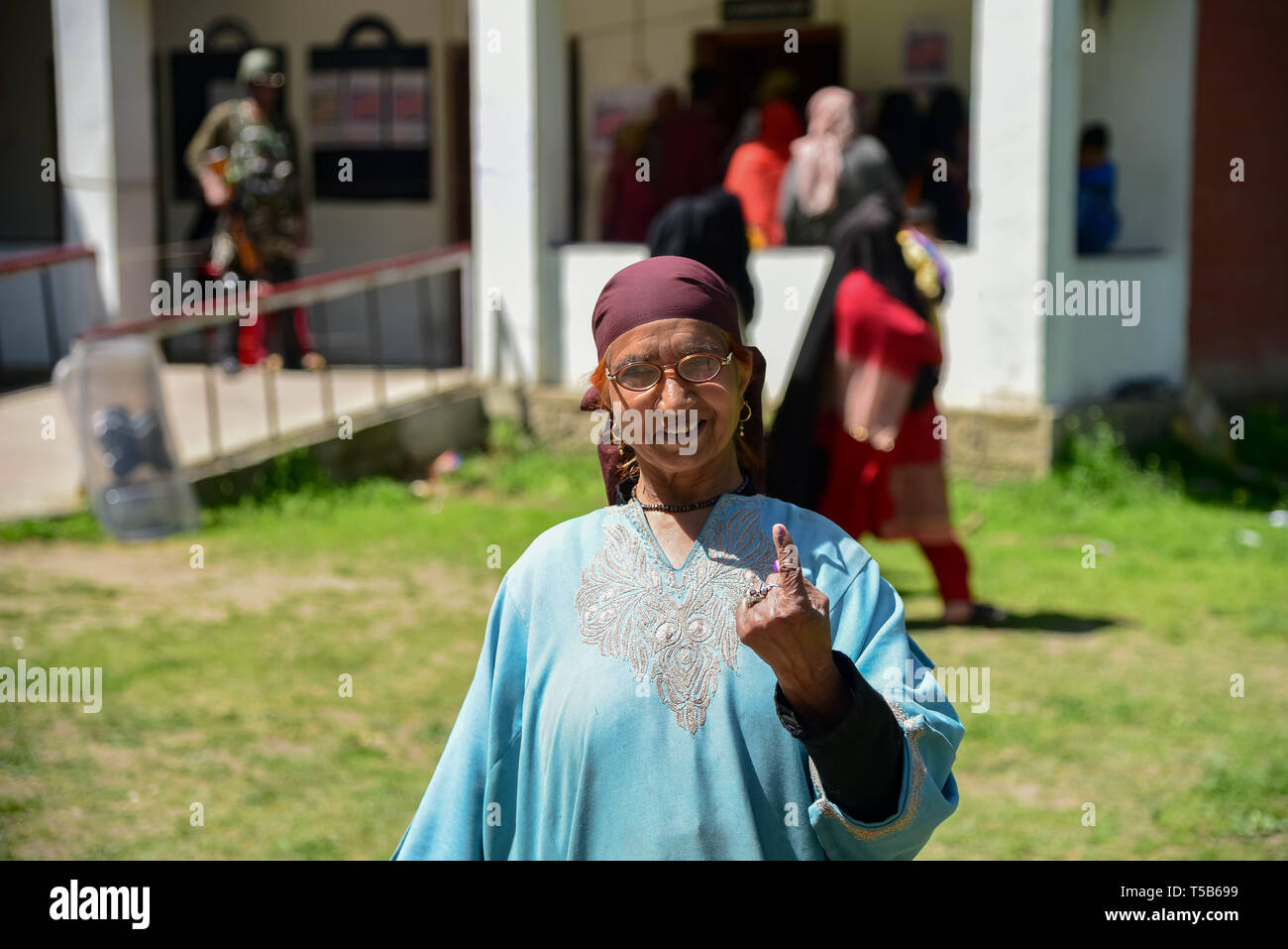 Anantnag, Jammu and Kashmir, India. 23rd Apr, 2019. A Kashmiri voter seen showing off his inked finger after casting her vote at a polling station in Anantnag, South Kashmir.On the third phase of India's Parliamentary elections, Indians went to polls amid complete shut down and internet gag. Credit: Idrees Abbas/SOPA Images/ZUMA Wire/Alamy Live News Stock Photo