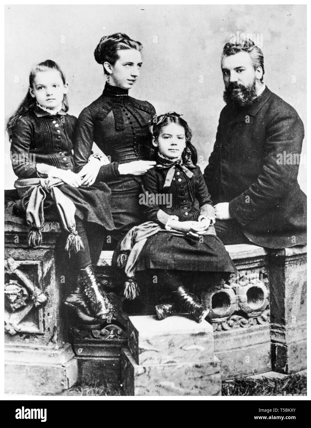 Alexander Graham Bell (1847-1922) family portrait with his wife Mabel Gardiner Hubbard and their children Elsie May Bell (far left) and Marian Hubbard Bell, c. 1885 Stock Photo