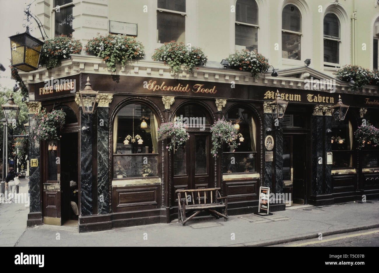 Museum Tavern, Holborn, London, England, UK. Circa 1980's - Stock Image
