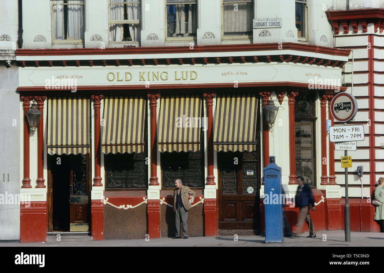 The Old King Lud pub, Ludgate Circus, London, England, UK. Circa 1980's - Stock Image