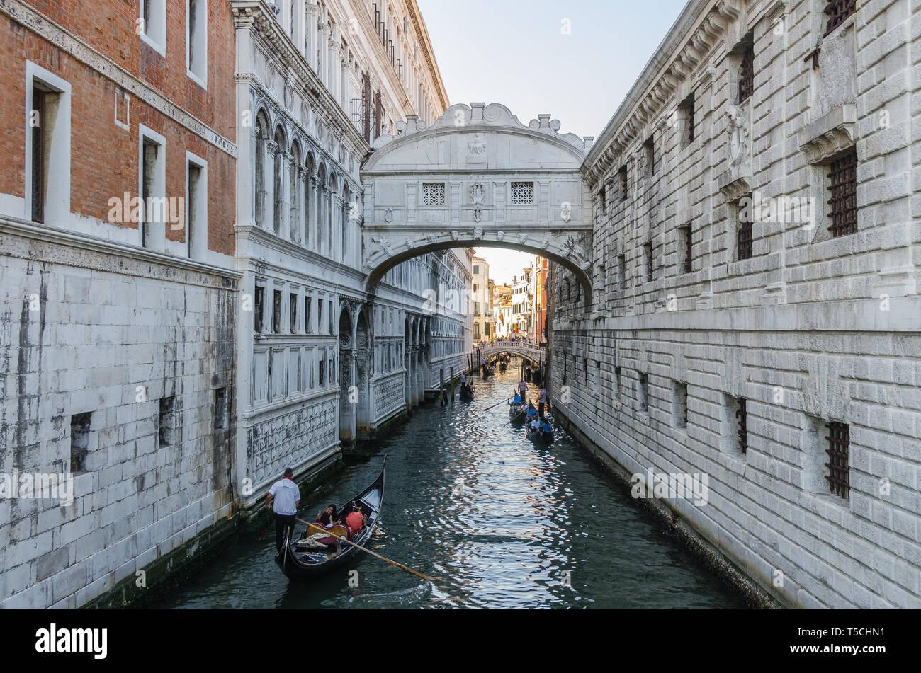 Rialtobrücke in Venedig - Stock Image