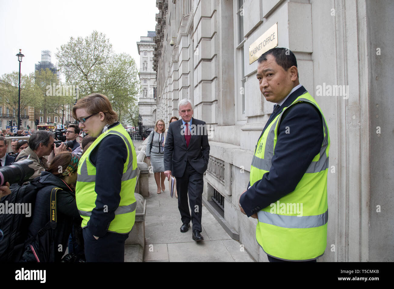 Cabinet Office, London, UK. 23 April 2019. (L-R)  John McDonald followed behind by Rebecca Long-Bailey, and a Labour aide walk in to Cabine Office to resume Brexit talks  with the government. Credit: Santo Basone/Alamy Live News - Stock Image