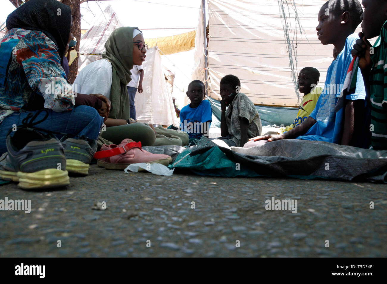 (190424) -- KHARTOUM, April 24, 2019 (Xinhua) -- A protester (2nd L) teaches homeless children in a tent, at the sit-in site in Khartoum, Sudan, April 24, 2019. Sudanese protesters' sit-in continues in front of the army's general headquarters. (Xinhua/Mohamed Khidir) - Stock Image