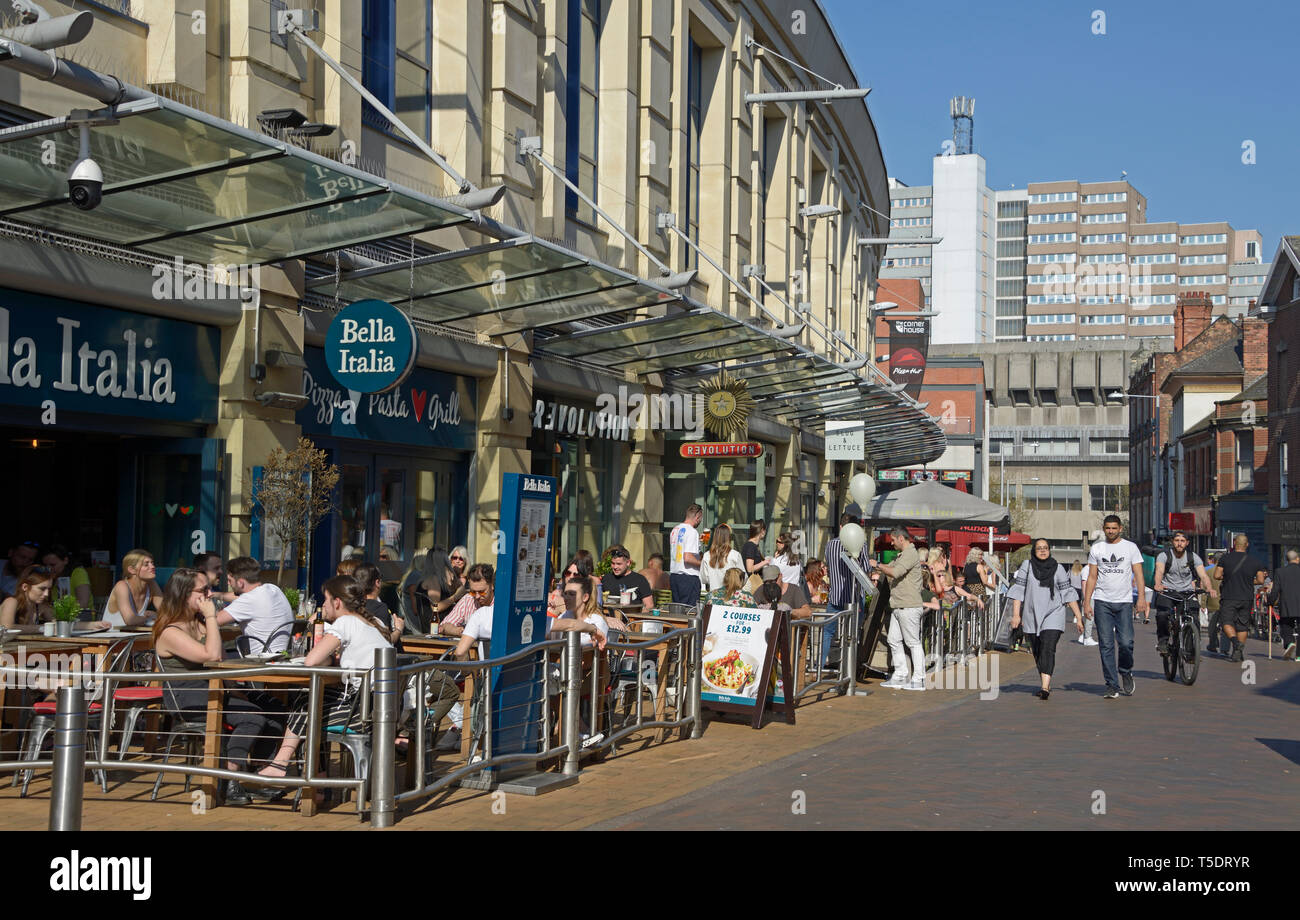 Foreman Street, outdoor seating restaurants & bars, in Nottingham. - Stock Image