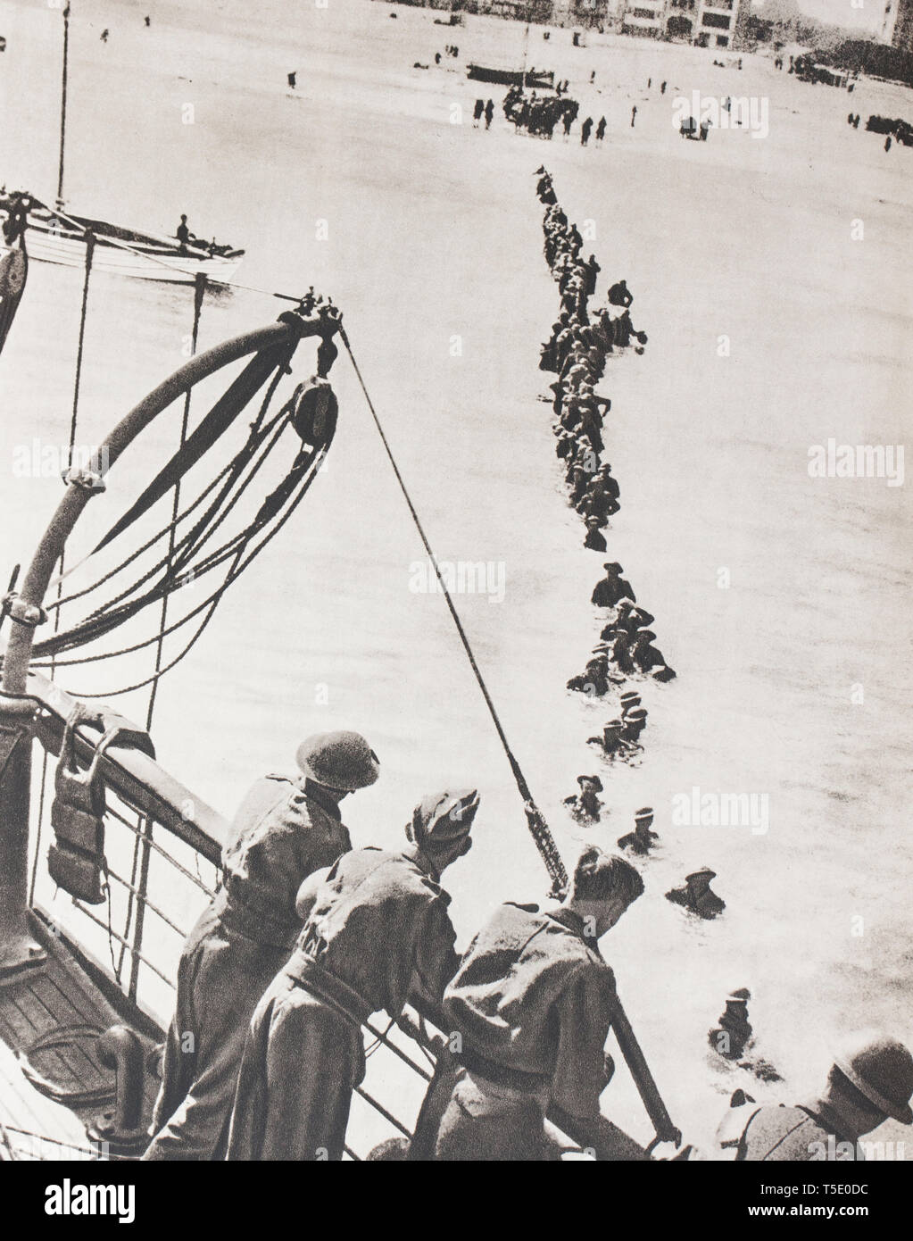 Dunkirk, last point of resistance of the Allied armies. The debris of the Allied armies is evacuated by the French-English fleets. - Stock Image