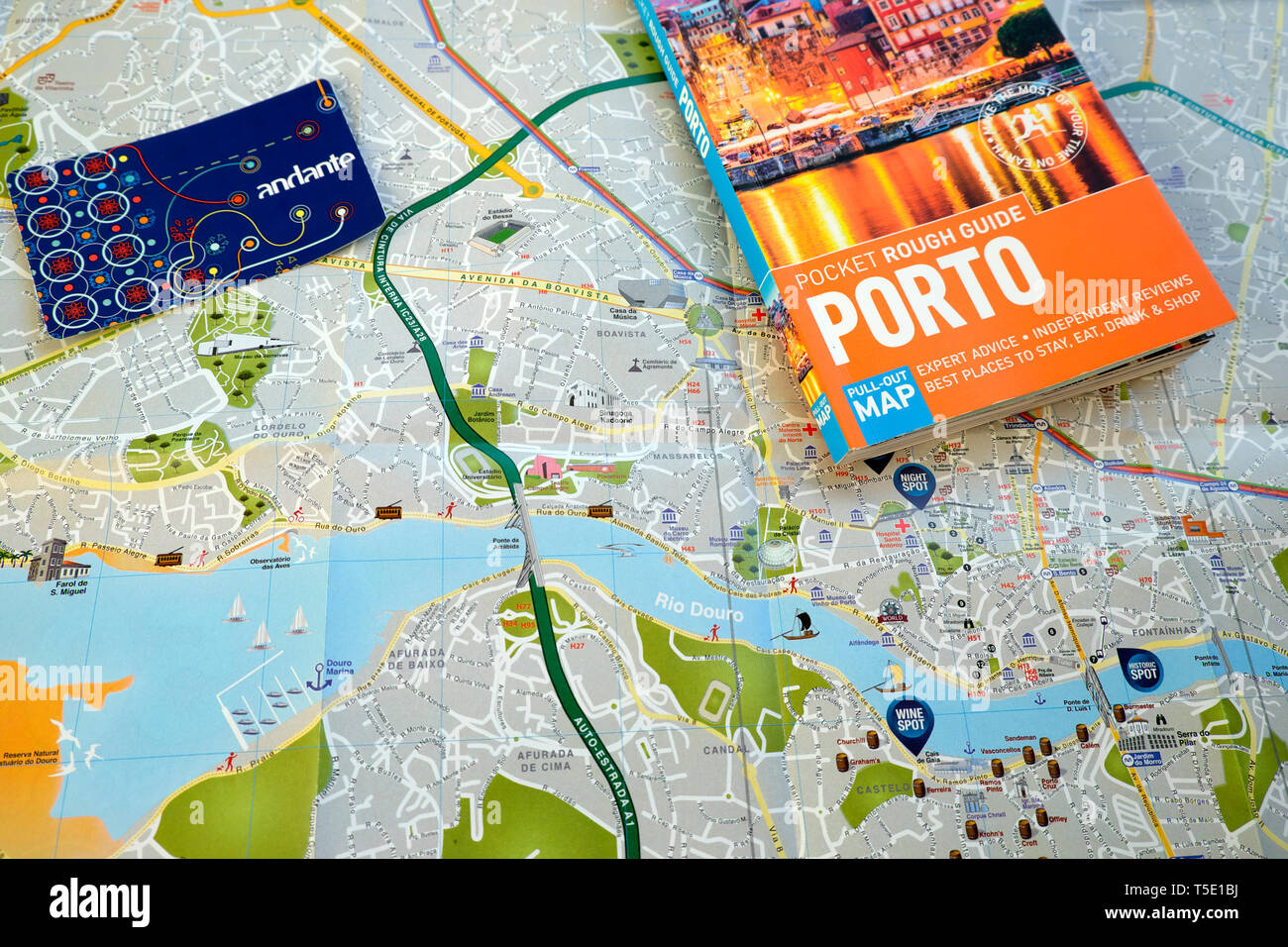 Porto Rough Guide, Porto map and Porto andante transport tour card on a map of the city and River Douro for tourists in  Portugal Europe KATHY DEWITT - Stock Image
