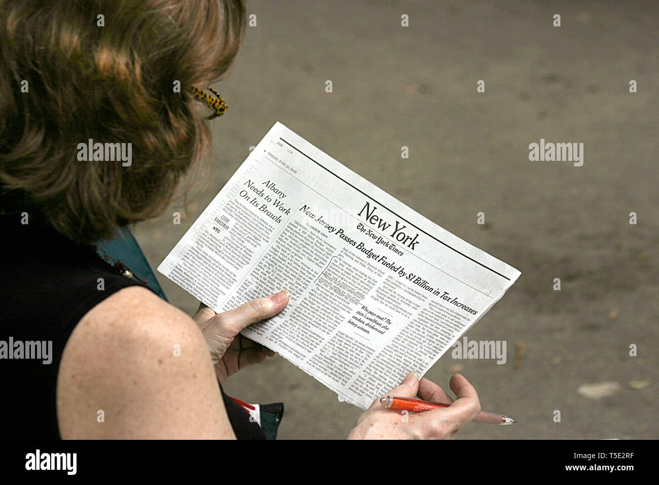 Reading The Newspaper New York City Stock Photos & Reading The