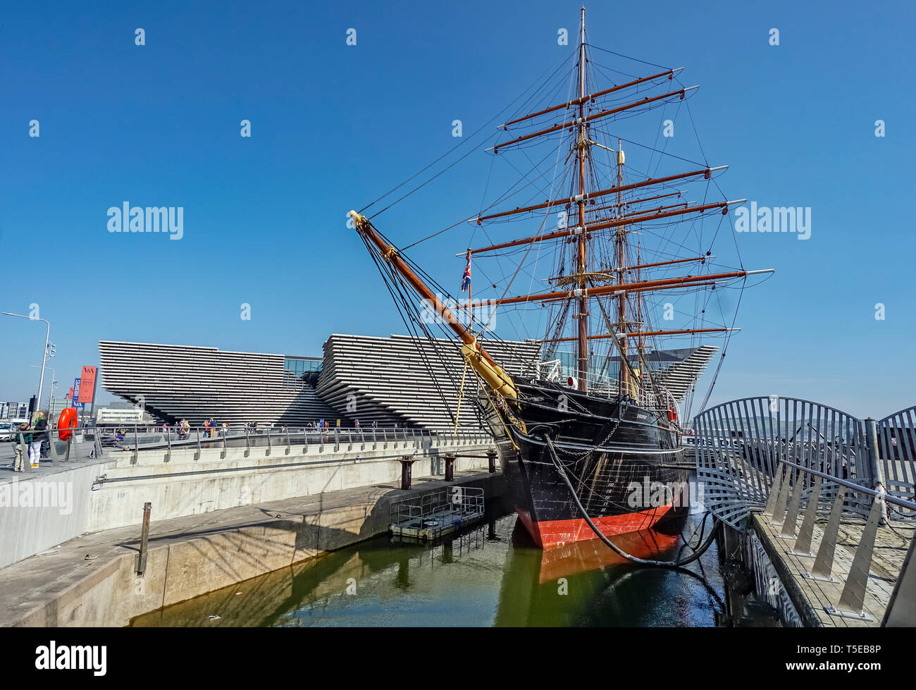 V&A Dundee Scotlands Design Museum on Riverside Esplanade Dundee Scotland UK with vessel RRS Discovery in the foreground Stock Photo