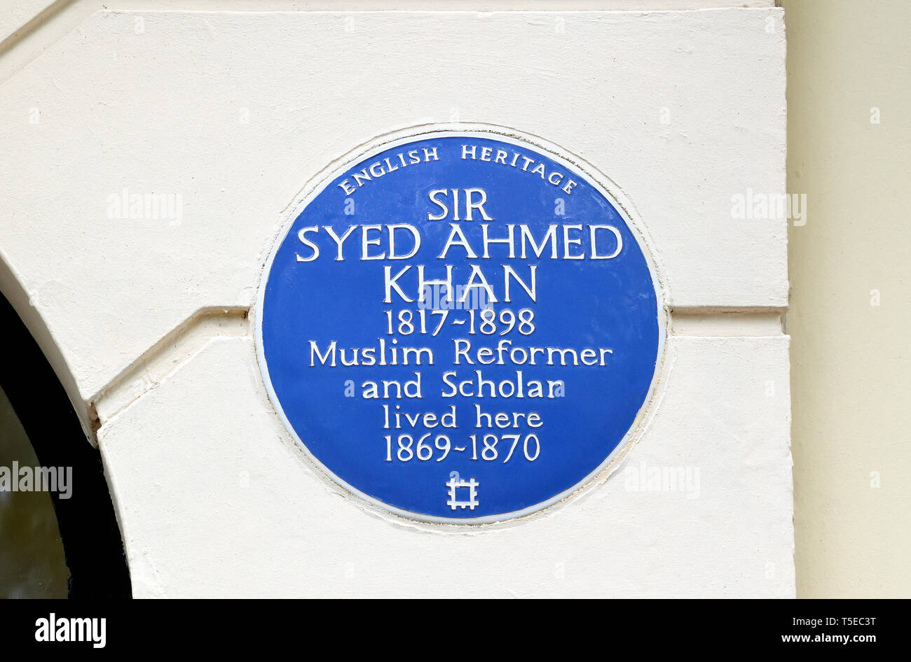 London, England, UK. Commemorative Blue Plaque: Sir Syed Ahmed Khan 1817-1898 Muslim reformer and scholar lived here 1869-1870 - 21 Mecklenburgh Squar - Stock Image