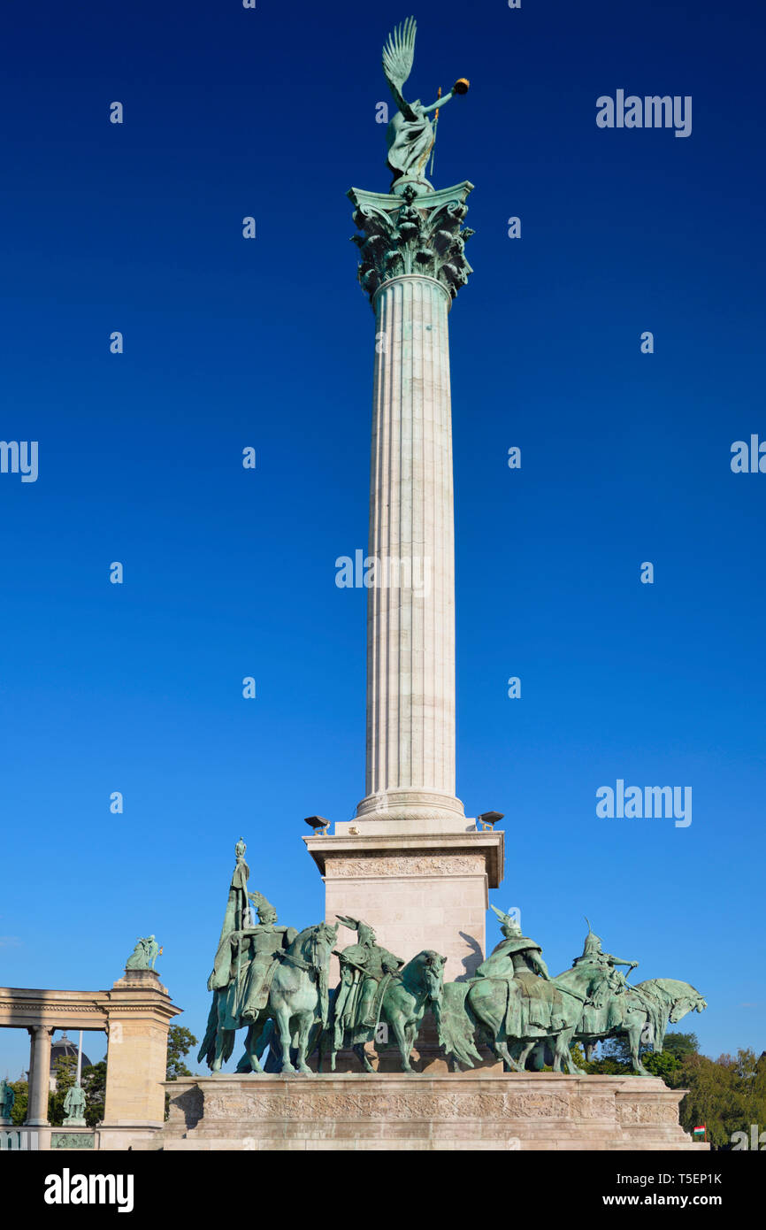 Hungary, Budapest, Heroes Square, The Millennium Monument with Archangel Gabriel on top and the 7 Maygar Chieftains below. - Stock Image
