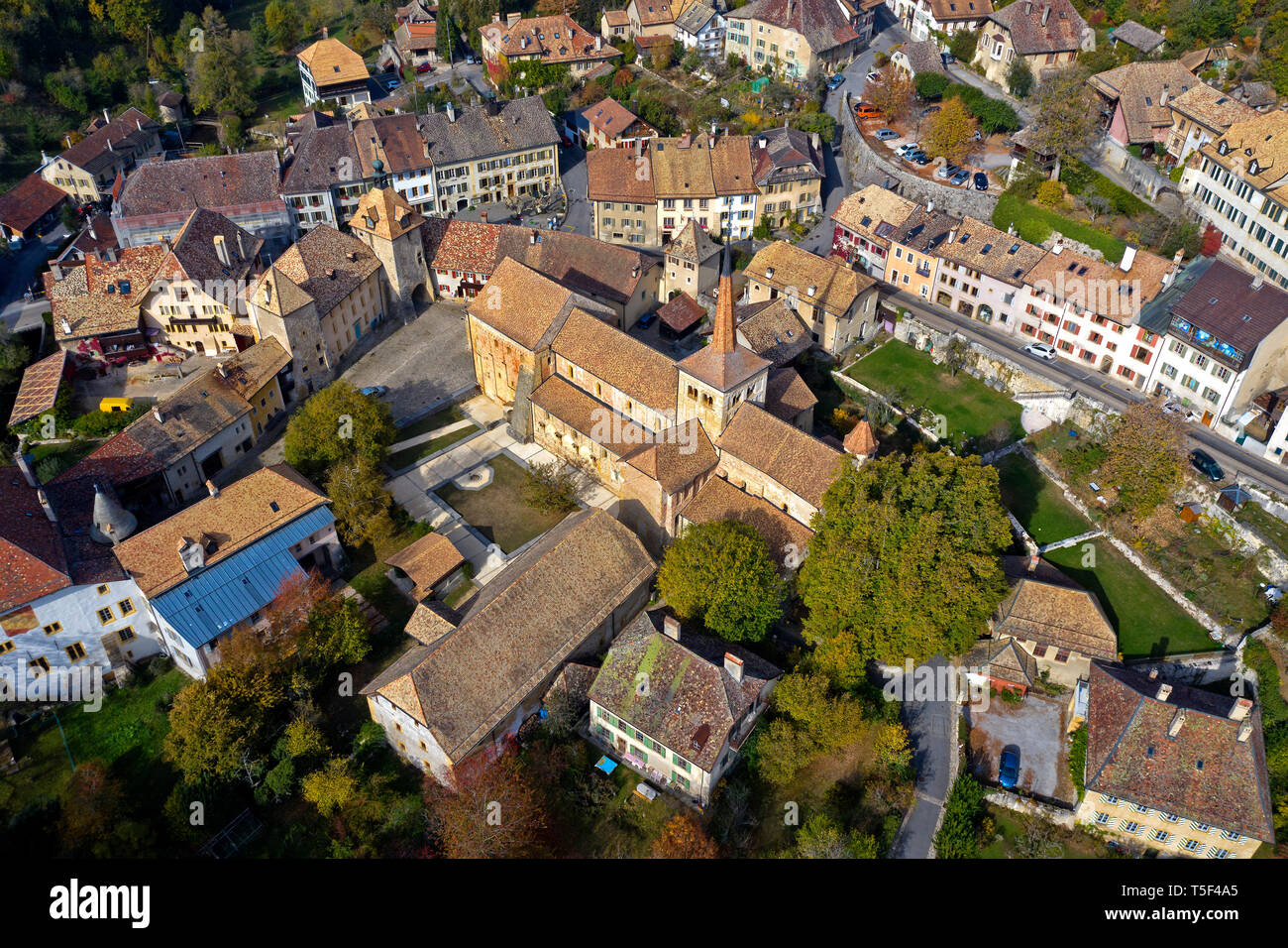 Romainmoitier with the church of the former Cluniac Romainmotier Abbey in the town center, Romainmôtier-Envy, canton of Vaud, Switzerland - Stock Image