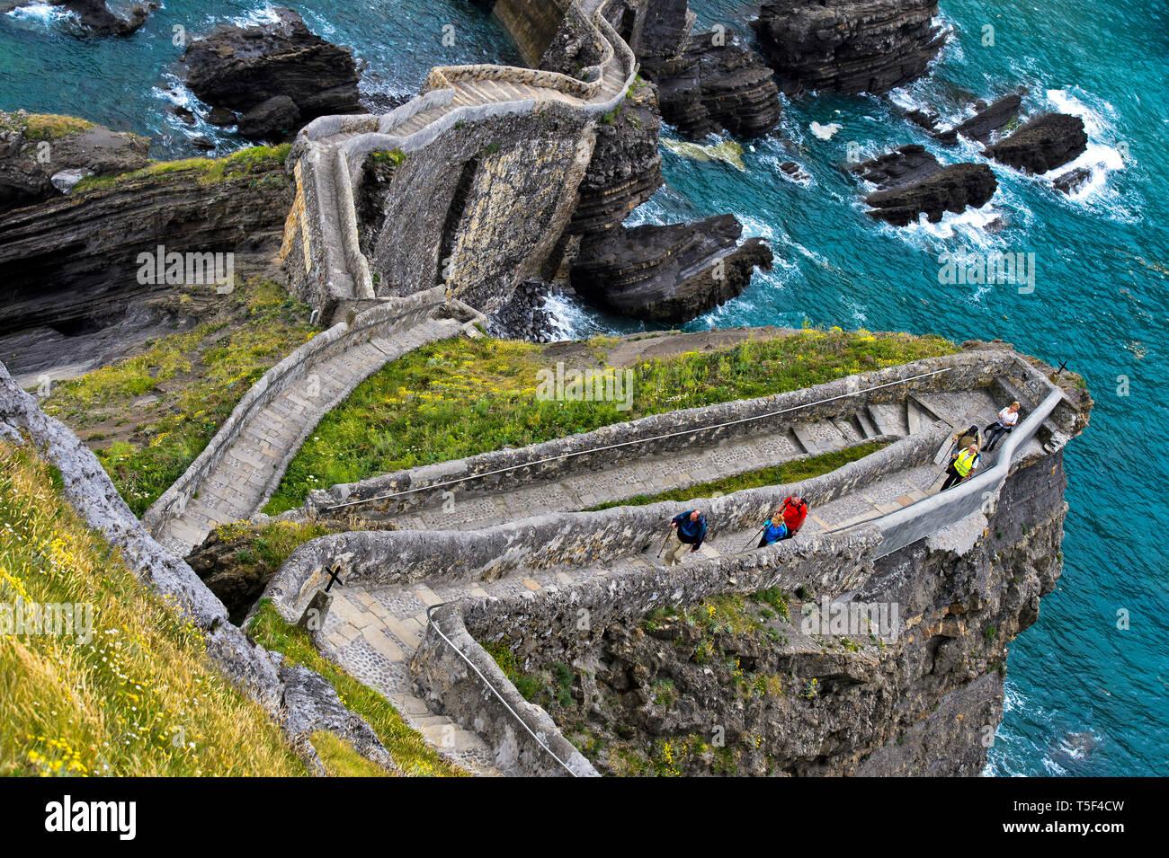 Zigzag path to the islet Gaztelugatxe near Bakio, Costa Vasca, Bay of Biscay, Basque Country, Spanien - Stock Image