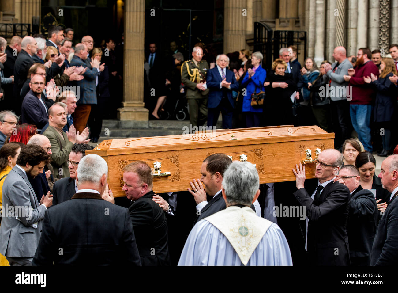 Members of the NUJ provided a guard of honour and applaud as a mark of respect as the remains of murdered journalist Lyra McKee leaves St Anne's Cathedral, Belfast after her funeral. - Stock Image