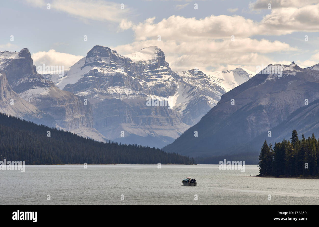 Canada, Alberta, Jasper National Park, Maligne Mountain, boat on Malig - Stock Image