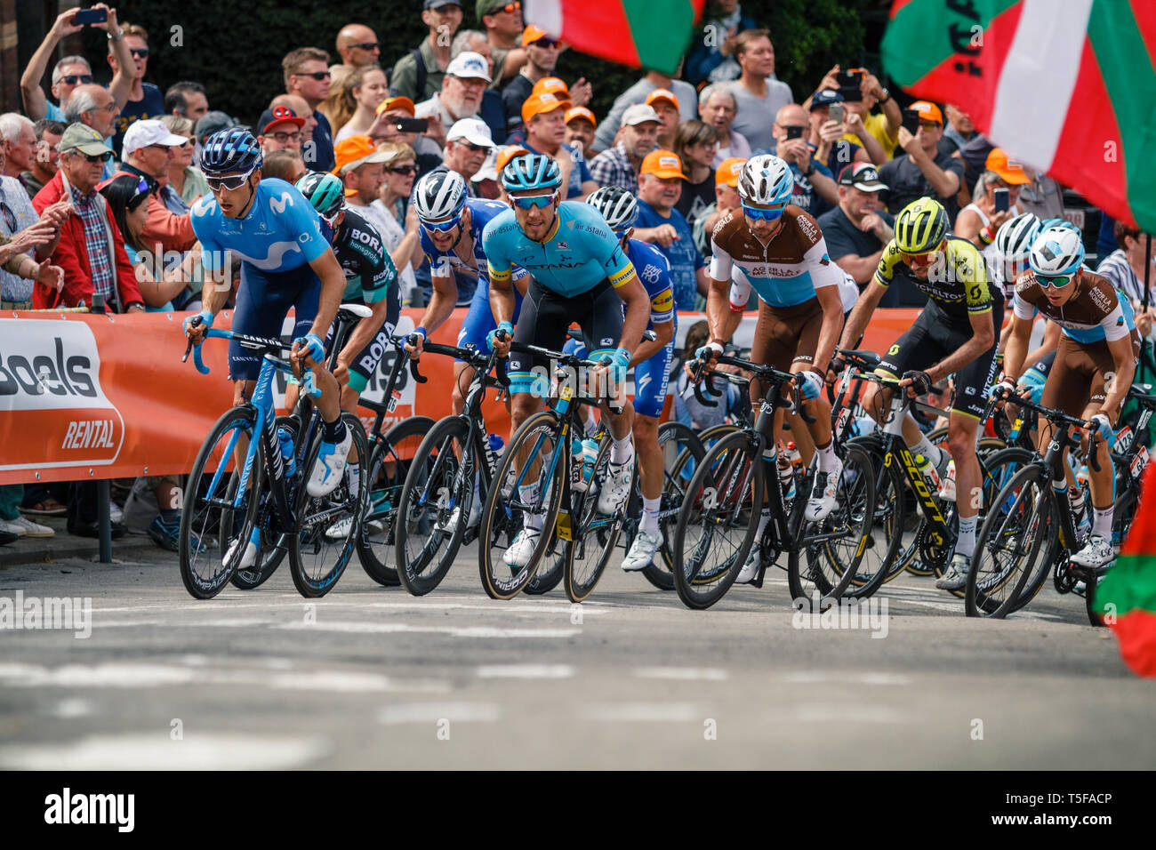 24 april 2019 Huy, Belgium Cycling La Fleche Wallone    Peloton op de muur van Huy Stock Photo