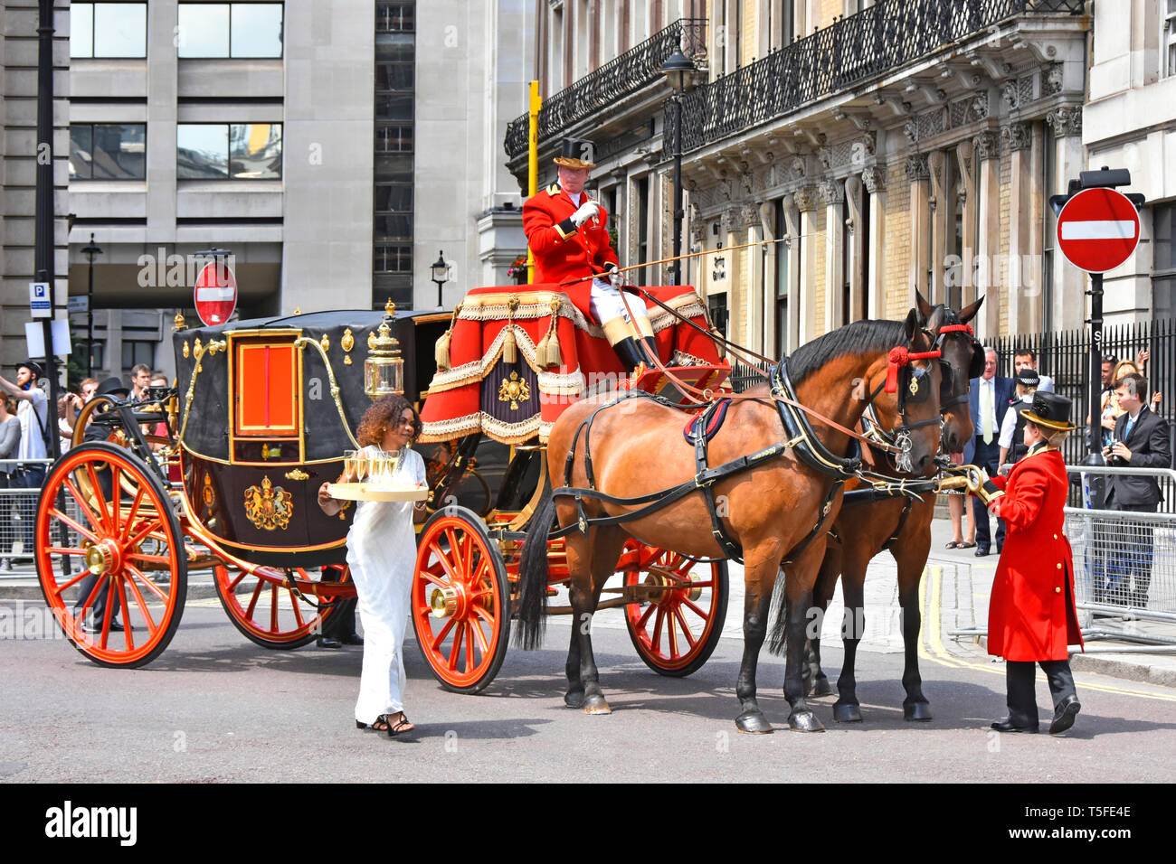 A horse drawn State Landaus carriage waiting at Admiralty Arch with coachman & footman taking refreshments on hot summers day London street scene UK - Stock Image
