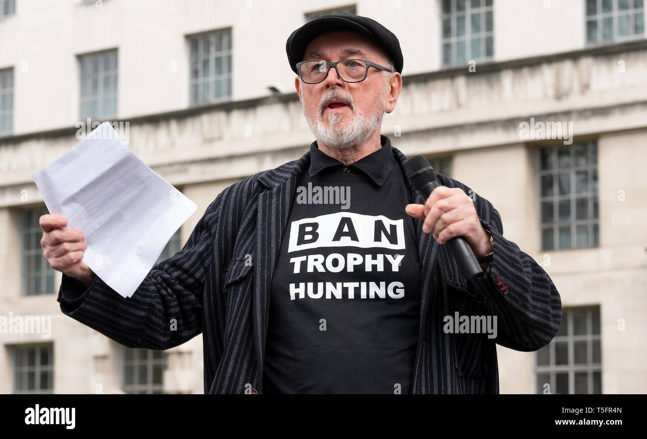 Peter Egan speaking at the London march against trophy hunting and extinction rally at Richmond Terrace, opposite Downing Street, London, UK. Stock Photo