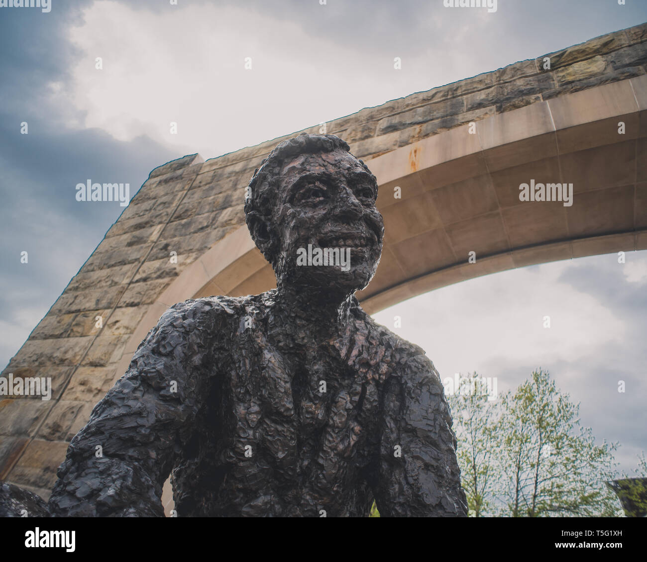 Fred Rogers Memorial Statue Stock Photo Alamy