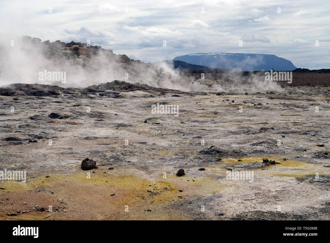 Seltun / Krysuvik (Krýsuvík): Geothermal field with fumaroles steaming gas Stock Photo