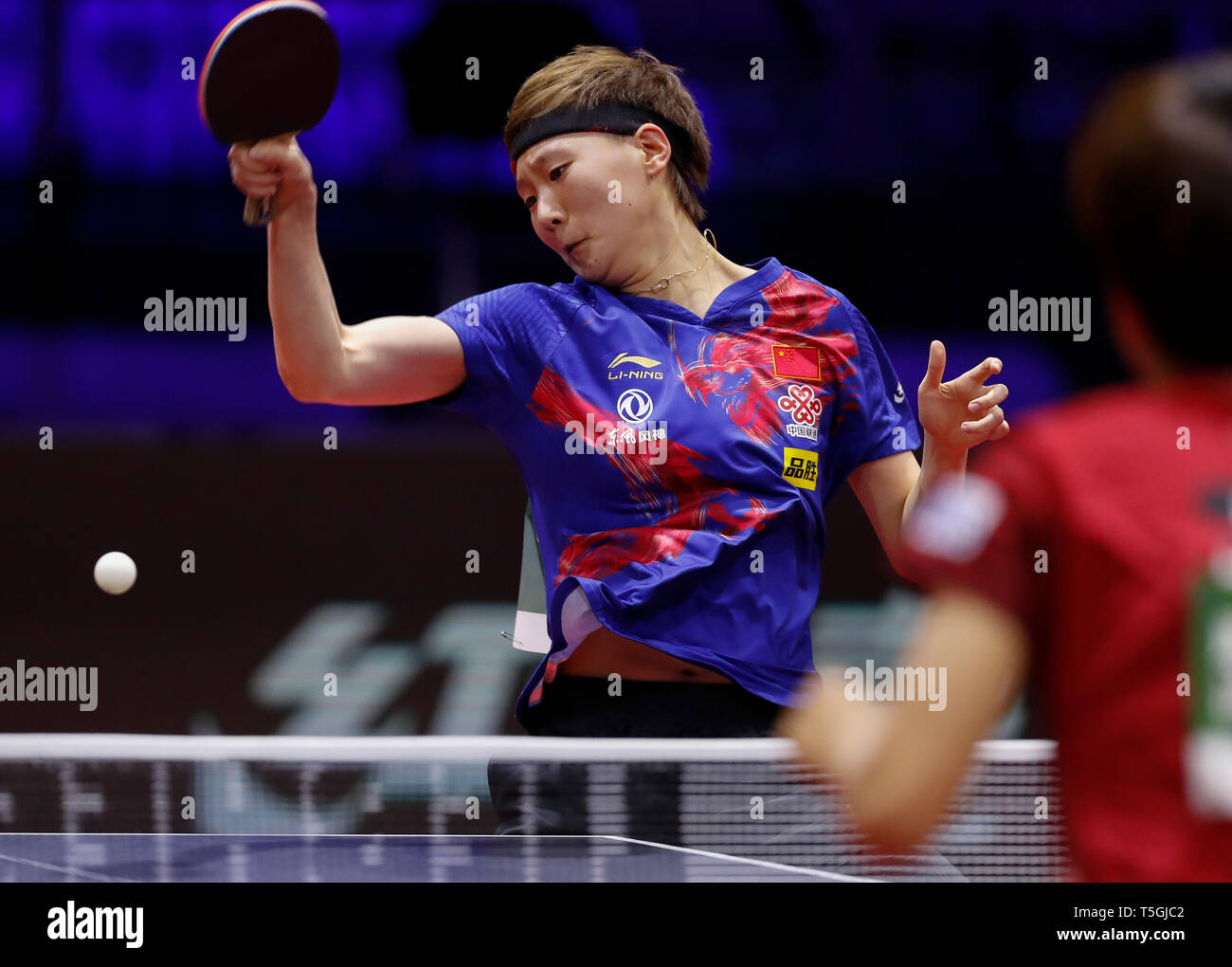 (190425) -- BUDAPEST, April 25, 2019 (Xinhua) -- Wang Manyu of China competes during the women's singles round of 16 match against Hitomi Sato of Japan at 2019 ITTF World Table Tennis Championships in Budapest, Hungary, April 24, 2019. (Xinhua/Han Yan) Stock Photo