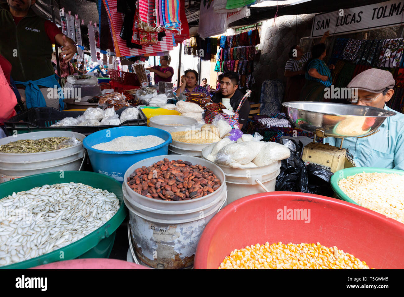 Guatemala Central America - market traders selling food from their stall in the town market, Santiago Atitlan, Guatemala, Latin America - Stock Image