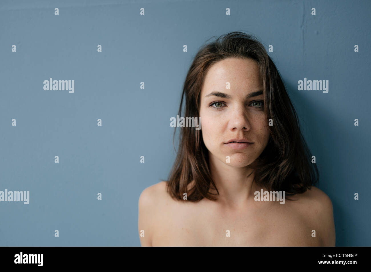 Portrait of a pretty woman with bare shoulders - Stock Image
