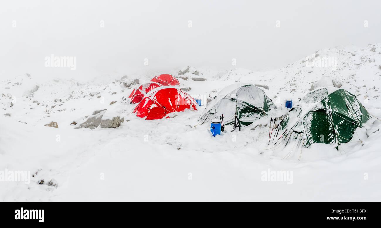 Nepal, Khumbu, Everest Base Camp, tents snowed up - Stock Image