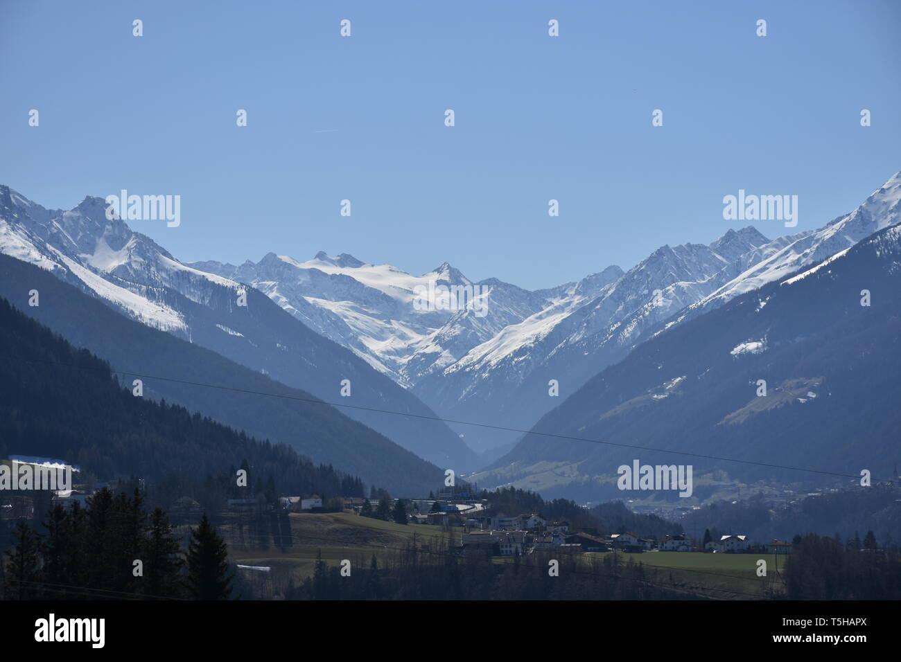 Wipptal, Inntal, Brenner, Brennerpass, Wipptalterrasse, Landstraße, Bergstraße, Nebenstraße, Straße, Asphalt, Nordtirol, Tirol, Österreich, Innsbruck, - Stock Image