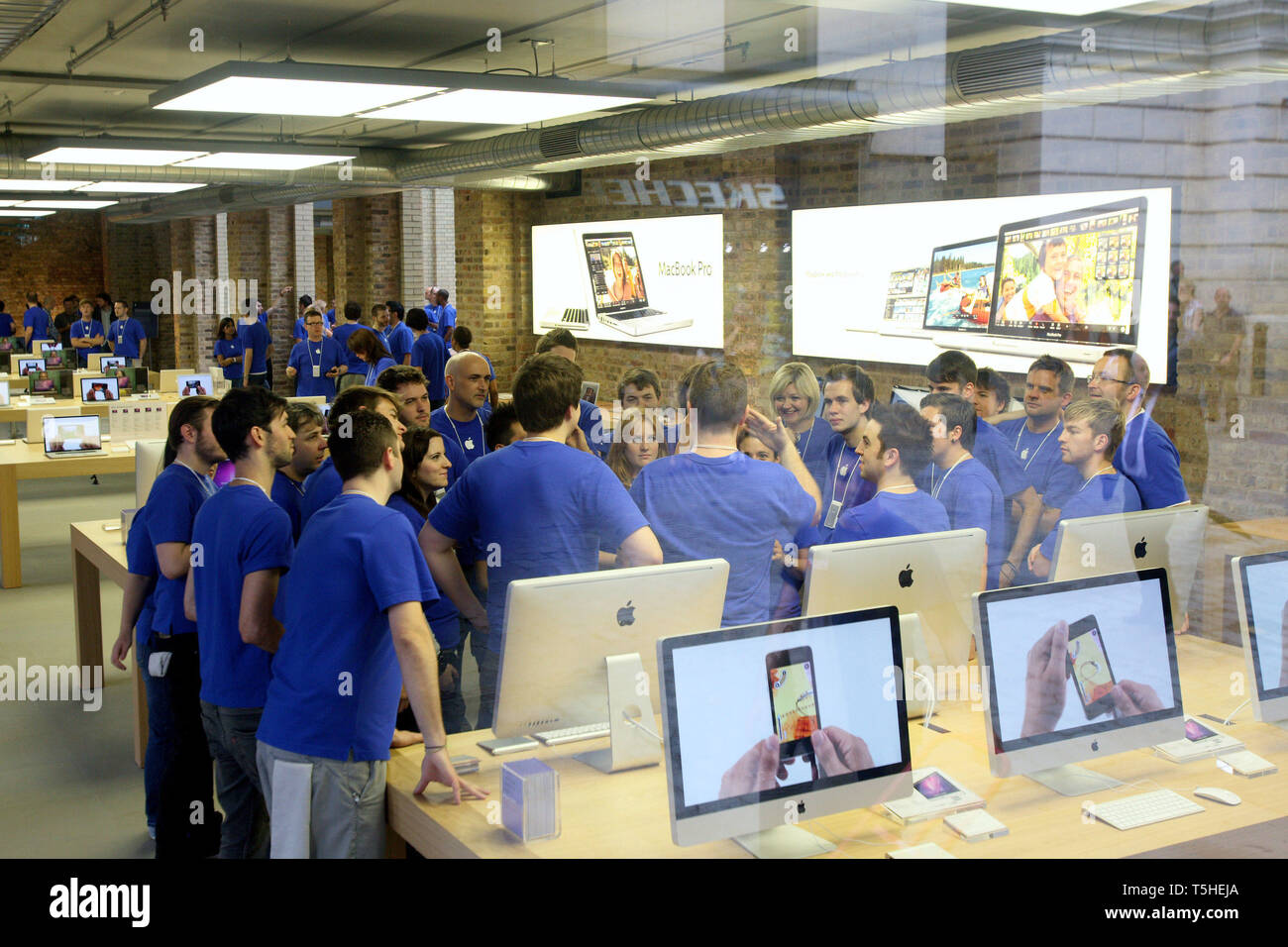 Staff having a team talk before Apple opens a new store in Covent Garden, London. 7 August 2010. - Stock Image