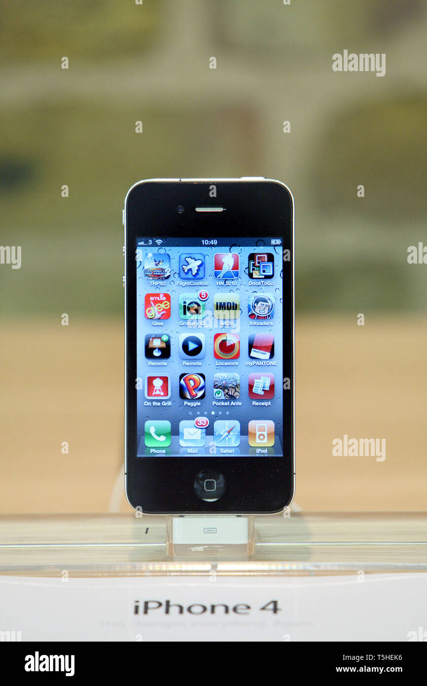 iPhone 4 at Apples Covent Garden store in London. . 7 August 2010. - Stock Image
