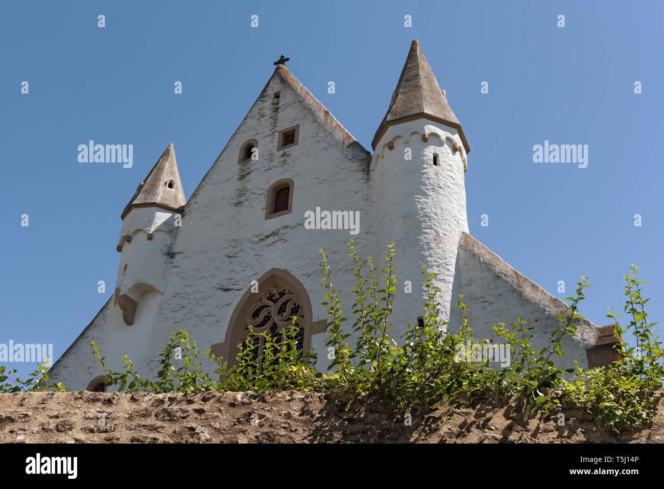 castle church with medieval city wall in ober ingelheim city rheinhessen rhineland palatinate germany Stock Photo